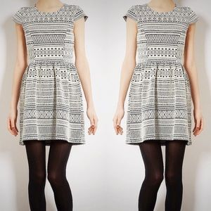 NWT💕Topshop Fitted Tribal Design Jacquard Dress